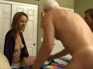 Biseksualna para i starszy facet